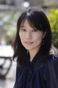 東直子顔写真